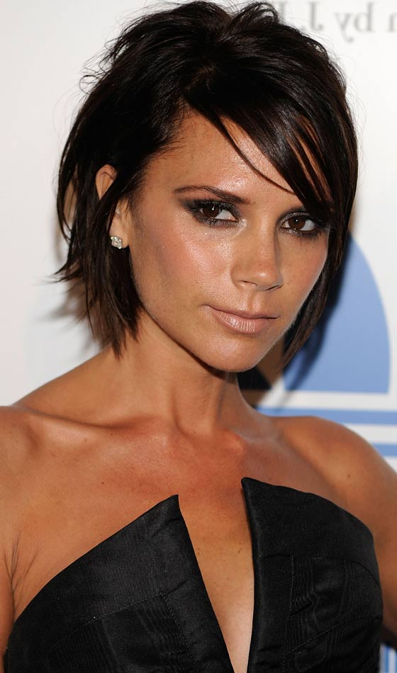 20 Most Flattering Asymmetrical Bob Hairstyles Inside Wavy Asymmetric Bob Hairstyles With Short Hair At One Side (View 22 of 25)