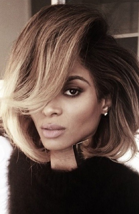 20 Stunning Deep Side Part Hairstyles – The Trend Spotter Pertaining To Middle Parted Relaxed Bob Hairstyles With Side Sweeps (View 10 of 25)