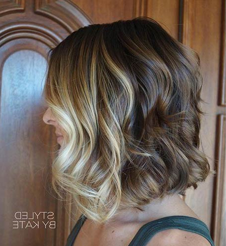 21 Trendy Bob Haircuts To Inspire Your Next Cut – Page 20 Pertaining To Wavy Lob Hairstyles With Face Framing Highlights (View 21 of 25)