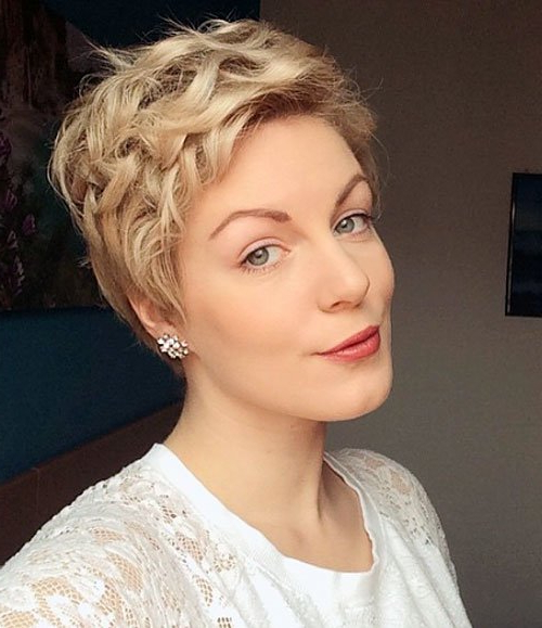 22 Glamorous Curly Pixie Hairstyles For Women – Pretty Designs With Glamorous Pixie Hairstyles (View 14 of 25)
