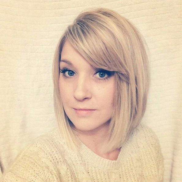 22 Trendy Bob Hairstyles With Bangs – Popular Haircuts For Messy Short Bob Hairstyles With Side Swept Fringes (View 11 of 25)
