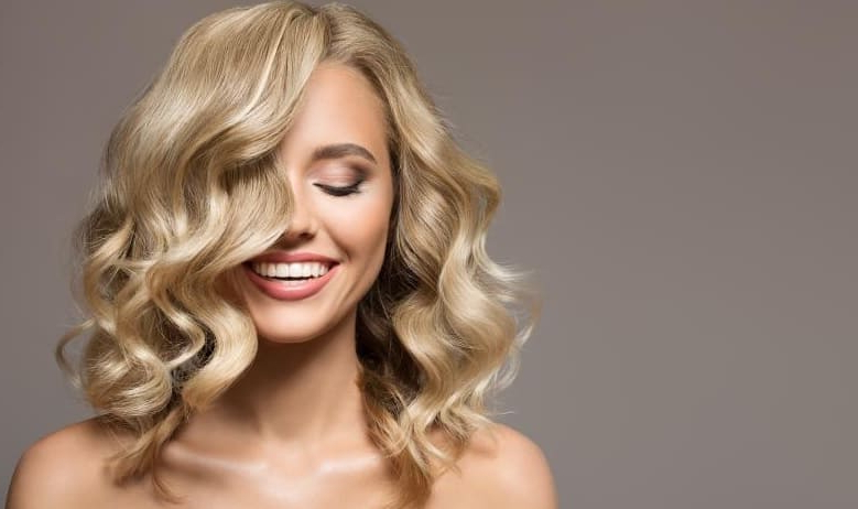 25 Exquisite Loose Curly Hairstyles For Women [2019] In Loose Flowy Curls Hairstyles With Long Side Bangs (View 13 of 25)
