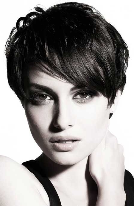 26 Best Short Haircuts For Long Face – Popular Haircuts Inside Wavy Lob Hairstyles With Face Framing Highlights (View 13 of 25)