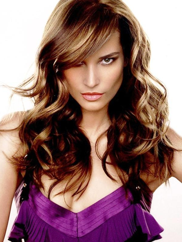 30 Awesome Side Swept Bangs On Long Hair Throughout Long Wavy Hairstyles With Side Swept Bangs (View 9 of 25)