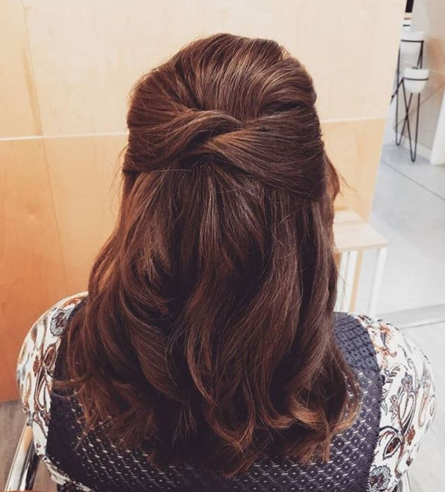 30+ Easy Half Up Hairstyles That'll Only Take Minutes To Intended For Easy Side Downdo Hairstyles With Caramel Highlights (View 7 of 25)