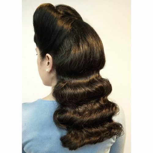 31 Vintage Hairstyles That Are Totally Hot Right Now Throughout Retro Side Hairdos With Texture (View 14 of 25)