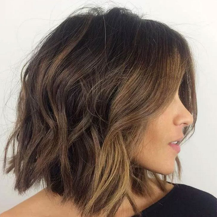 40 Wavy Bob Hairstyles 2019 That Look Gorgeous And Stunning Within Wavy Lob Hairstyles With Face Framing Highlights (View 12 of 25)