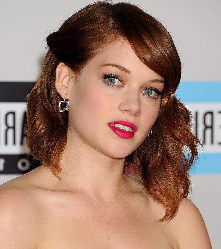 50 Most Popular Bob Shaped Hairstyles Within Chin Length Bob Hairstyles With Middle Part (View 15 of 25)