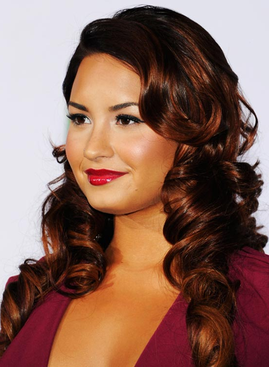 52 Romantic And Chic Hairstyles For Valentine's Day In Luscious Curls Hairstyles With Puffy Crown (View 8 of 25)