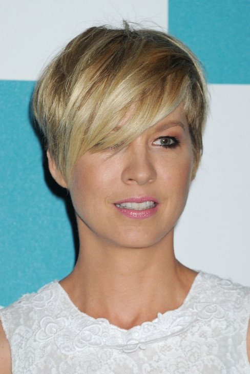 56 Super Hot Short Hairstyles 2020 – Layers, Cool Colors Regarding Eye Covering Bangs Asian Hairstyles (View 19 of 25)