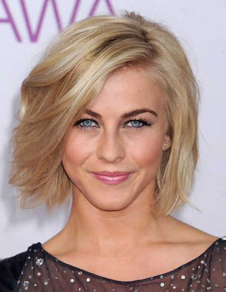 56 Super Hot Short Hairstyles 2020 – Layers, Cool Colors Regarding Middle Parted Relaxed Bob Hairstyles With Side Sweeps (View 9 of 25)