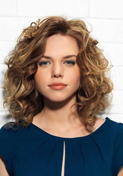 60+ Curly Hairstyles To Look Youthful Yet Flattering | Short Regarding Loose Flowy Curls Hairstyles With Long Side Bangs (View 11 of 25)