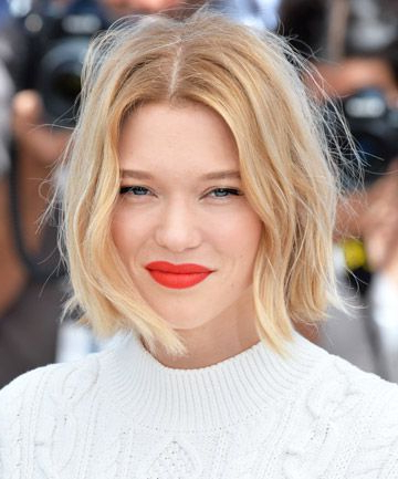 Featured Photo of Blunt Wavy Bob Hairstyles With Center Part