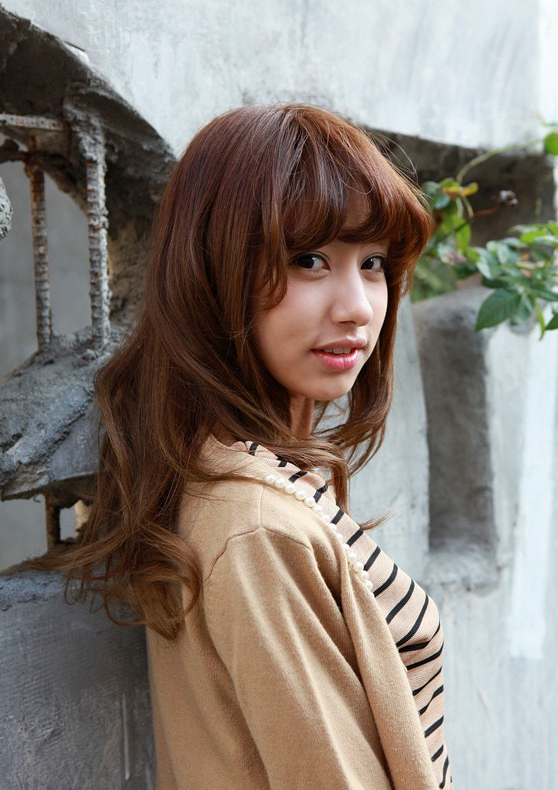 Asian Girls Shoulder Length Wavy Hairstyle With Full Bangs In Asian Medium Hairstyles With Textured Waves (View 10 of 25)