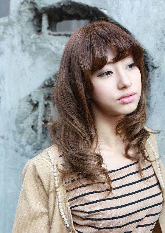 Asian Girls Shoulder Length Wavy Hairstyle With Full Bangs Inside Asian Medium Hairstyles With Textured Waves (View 14 of 25)