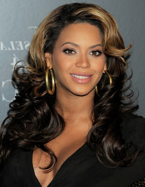 Beyonce Knowles Long Hairstyles: Curls With Side Swept Bangs Inside Long Wavy Hairstyles With Side Swept Bangs (View 17 of 25)