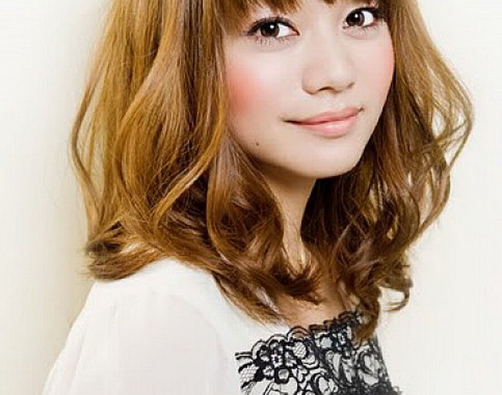 Cute Asian Shoulder Length Bob Hairstyles Bangs For Wavy in Medium Length Bob Asian Hairstyles With Long Bangs