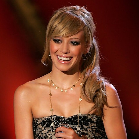 Hilary Duff Low Loose Ponytail With Side Swept Bangs Regarding Loose Low Ponytail Hairstyles With Casual Side Bang (View 9 of 25)