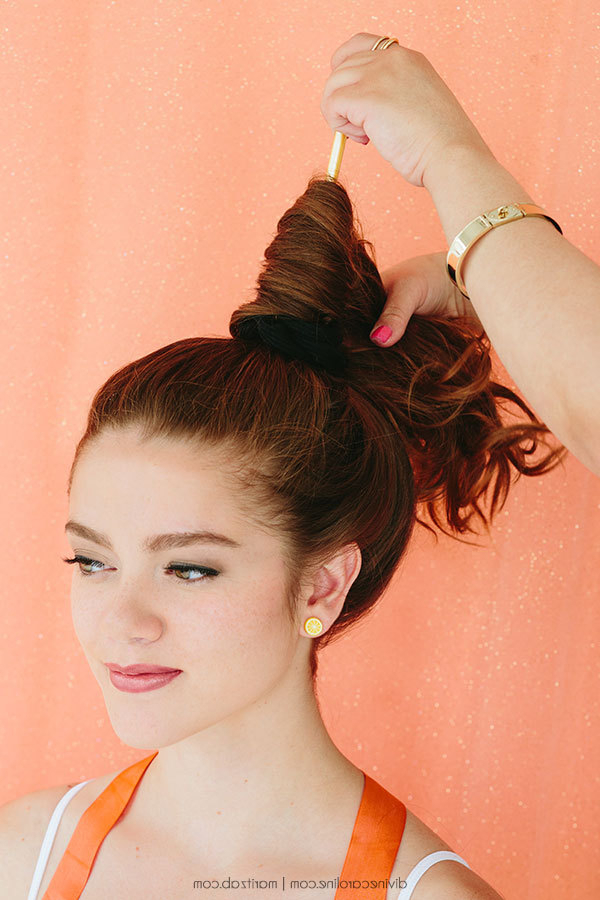 How To Create A Quick High Messy Bun – More In Messy High Ponytail Hairstyles With Teased Top (View 22 of 25)