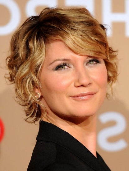 Jennifer Nettles Blonde Short Curly Hairstyle - Popular Haircuts in Blonde Pixie Haircuts With Curly Bangs