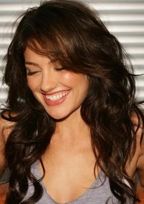Long Layered Haircuts With Side Swept Bangs In 2019 Intended For Long Wavy Hairstyles With Side Swept Bangs (View 3 of 25)