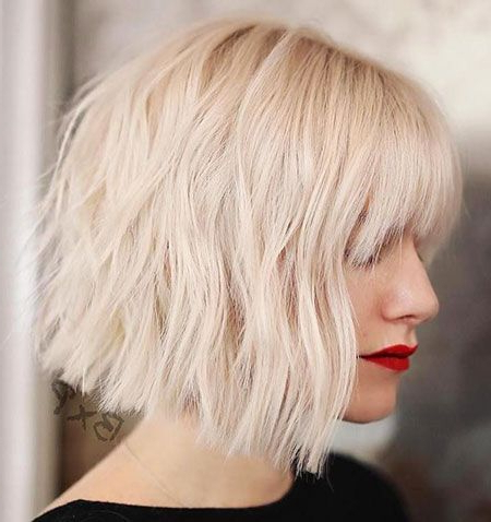Meilleurs 35+ Choppy Bob Coiffures 2018, Blonde Bob Ash Intended For Blonde Blunt Haircuts Bob With Bangs (View 16 of 25)