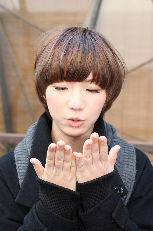 Mushroom Bob Hairstyle With Blunt Bangs – Hairstyles Weekly Regarding Blunt Bangs Asian Hairstyles (View 19 of 25)