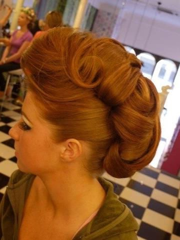 Pinup Victory Roll - Rockabilly Makeup And Hair. | Pinup with Victory Roll Mohawk Hairstyles