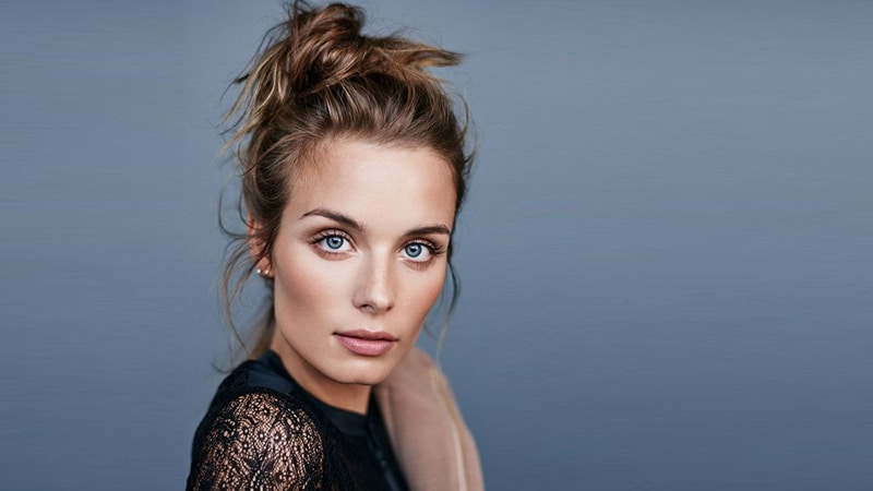 The Best Messy Bun Hairstyles For Every Hair Length – The For Messy Voluminous Ponytail Hairstyles With Textured Bangs (View 17 of 25)
