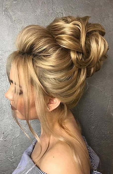 The Best Messy Bun Hairstyles For Every Hair Length – The With Messy Updo Hairstyles With Free Curly Ends (View 11 of 25)