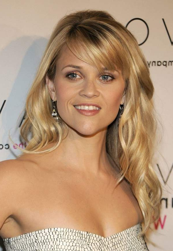 The Different Reese Witherspoon Hairstyles With Bangs For Long Wavy Hairstyles With Side Swept Bangs (View 19 of 25)