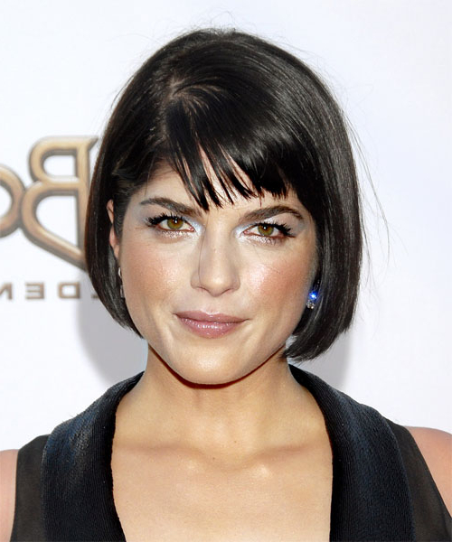 The Right Hairstyles For Your Oblong Face Shape Within Chin Length Bob Hairstyles With Middle Part (View 22 of 25)