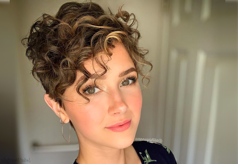 19 Cutest Curly Pixie Cut Ideas For Women With Short Curly Hair Within Tapered Pixie Boyish Haircuts For Round Faces (View 22 of 25)