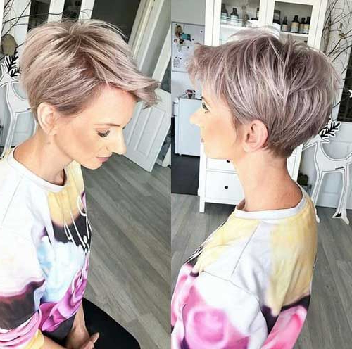 2018 Die Neuesten Längeren Pixie Frisuren | Long Pixie With Gray Pixie Haircuts With Messy Crown (View 3 of 25)