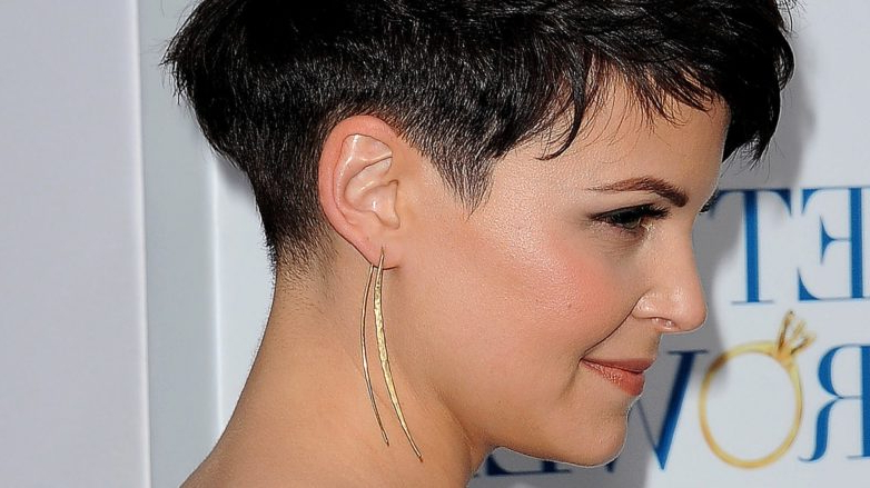 4 Handy Hair Tips For Growing Out An Undercut For Women in V-Cut Outgrown Pixie Haircuts