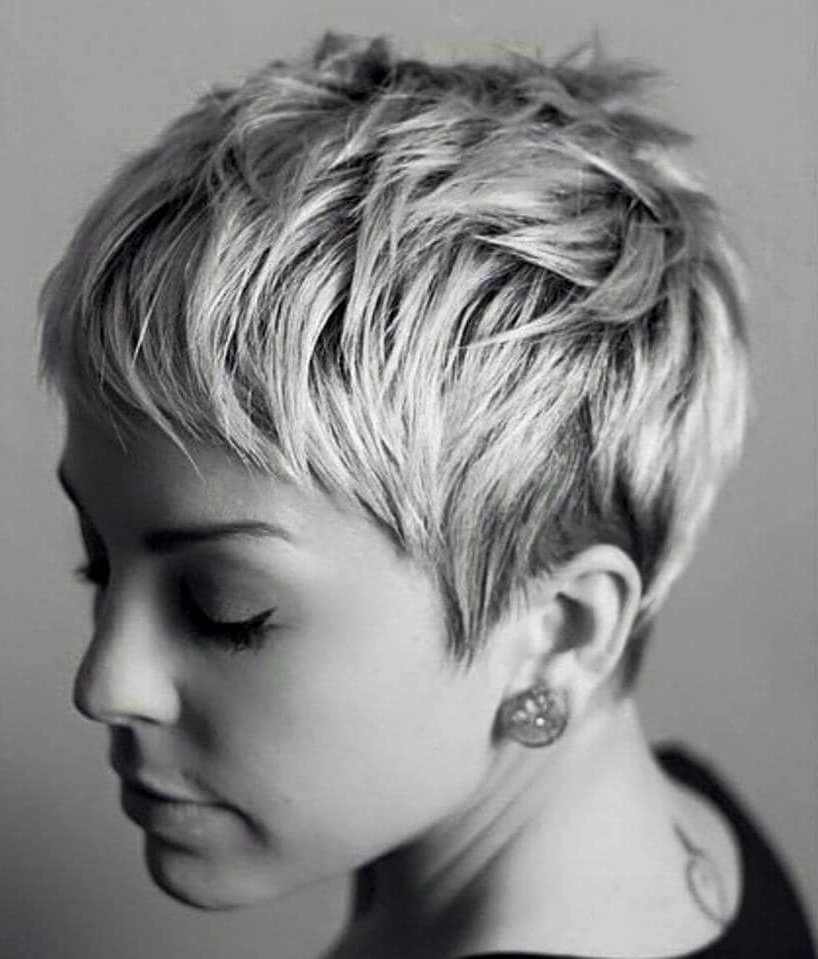 50 Pixie Haircuts You'll See Trending In 2019 In Gray Pixie Haircuts With Messy Crown (View 11 of 25)