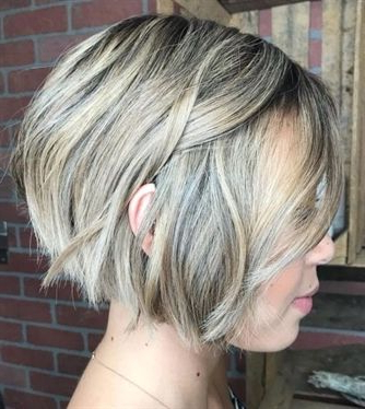 Jaw-Length Choppy Bob #bobhairstyles | Hairstyles In 2019 pertaining to Jaw-Length Choppy Bob Hairstyles With Bangs