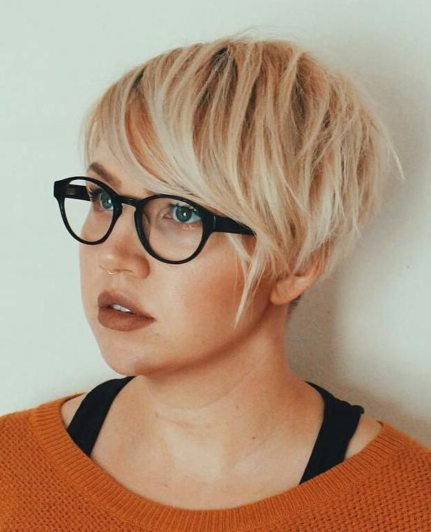 Pin On Hurr in V-Cut Outgrown Pixie Haircuts