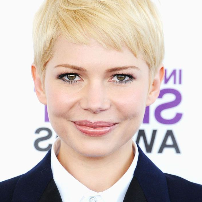 14 Times Michelle Williams Was The Ultimate Hair Muse In Most Popular Michelle Williams Pixie Haircuts (View 19 of 25)