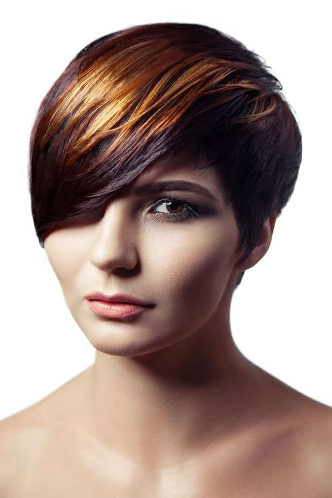 170 Short Hair With Highlights For Women (Photos) With Most Recent Short Side Swept Pixie Haircuts With Caramel Highlights (View 21 of 25)
