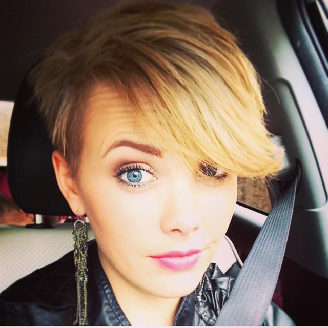 21 Gorgeous Short Pixie Cuts With Bangs   Styles Weekly Pertaining To Latest Flipped Up Platinum Blonde Pixie Haircuts (View 19 of 25)
