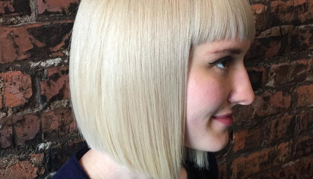 22 Stick Straight Bob Haircuts Brimming With Style – Reviewtiful Throughout Shiny Strands Blunt Bob Hairstyles (View 23 of 25)