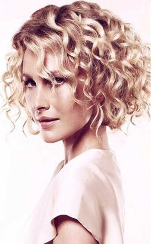 Featured Photo of Cute Short Curly Bob Hairstyles