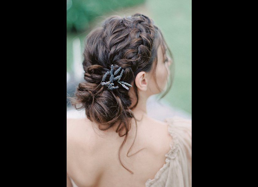 25 Swoon Worthy Braided Hairstyles Totally Worth Copying Regarding Best And Newest Halo Braid Hairstyles With Long Tendrils (View 16 of 26)