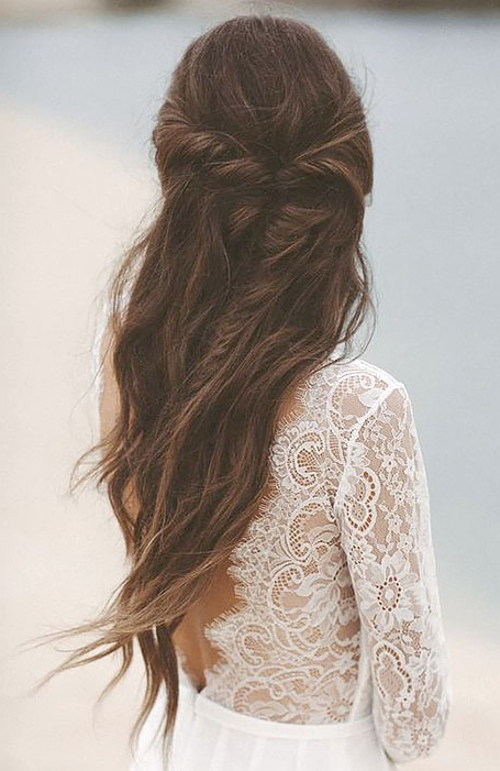 30 Chic Bridal Hairstyles For Your Special Day – The Trend With Regard To 2020 Headband Braid Hairstyles With Long Waves (View 22 of 25)