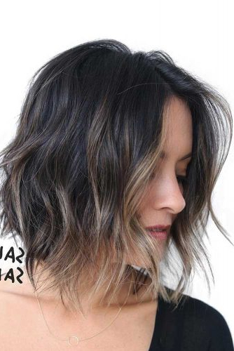 30 Easy And Cute Styling Ideas To Get Beach Waves For Short Hair Inside Beach Wave Bob Hairstyles With Highlights (View 15 of 25)