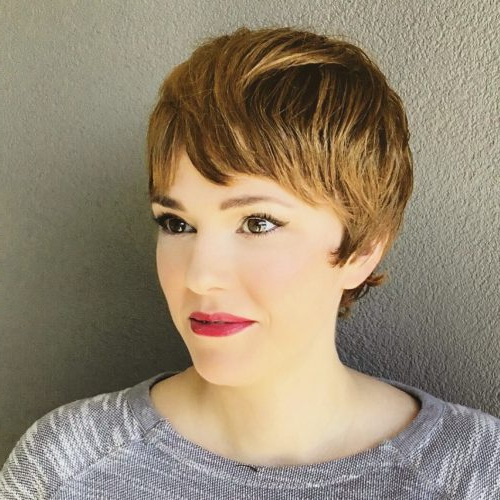 40 Cute Short Pixie Cuts For 2020 - Easy Short Pixie Hairstyles for Newest Short Side Swept Pixie Haircuts With Caramel Highlights