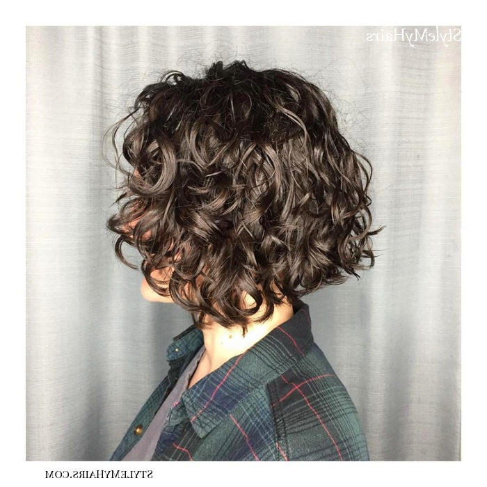 50 Chic Short Bob Hairstyles & Haircuts For Women In 2019 Pertaining To Naturally Curly Bob Hairstyles (View 13 of 25)