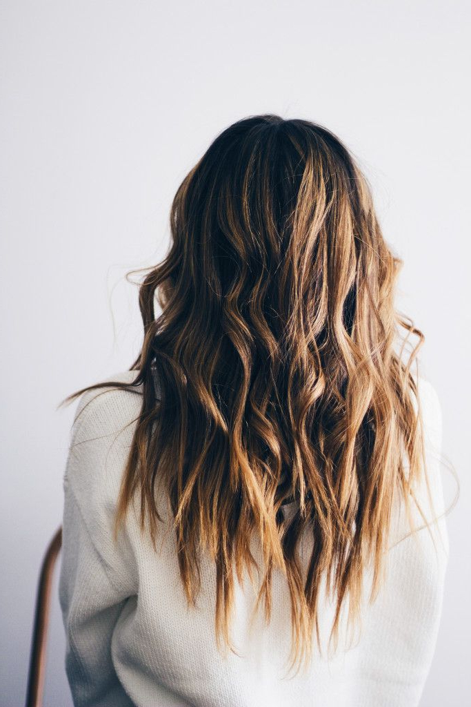 6 Looks All Girls With Medium Length Hair Should Try | Beach With Regard To Mid Length Beach Waves Hairstyles (View 16 of 25)