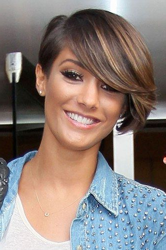 Frankie Sandford Hair: Her Changing Tresses | Short Hair throughout Most Current Short Side Swept Pixie Haircuts With Caramel Highlights